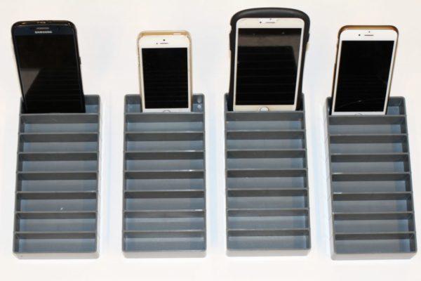 4 små mobilrammer med 1 telefon i hver
